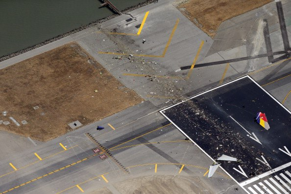 sfo_777_crash_seawall